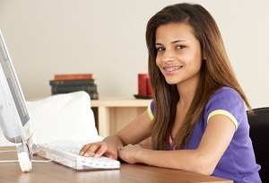 teenage girl taking online homeschool courses