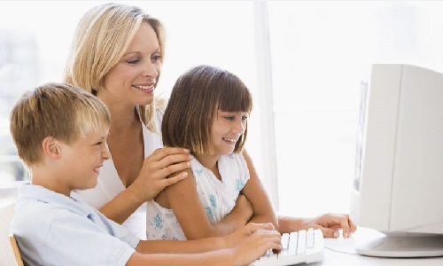 Parent and children using online homeschool curriculum program
