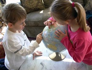 homeschoolchildrenwithglobe