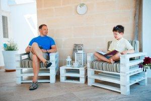 Kindergartner-Reading-to-Father-Hooked-on-Phonics